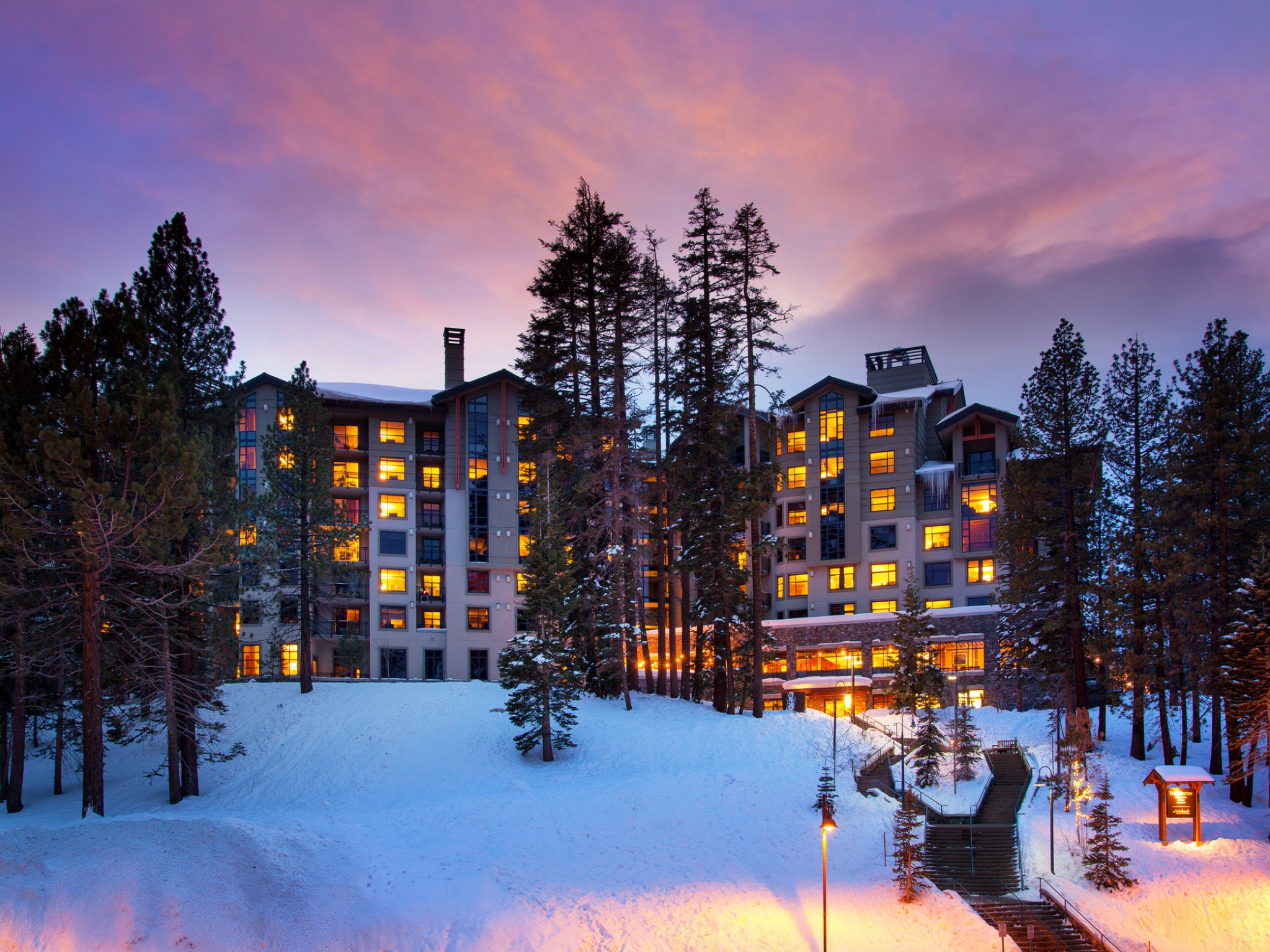 Mammoth Resort Amenities - Hotel Exterior